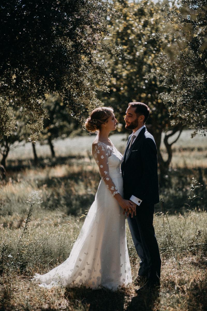 photographe mariage reportage photo love session destination wedding Lyon Provence moody amour couple-73