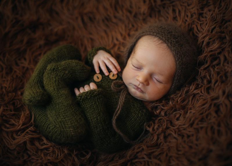 Photographe nouveau-ne nourrisson newborn posing bebe Lyon Bordeaux France Paris-12
