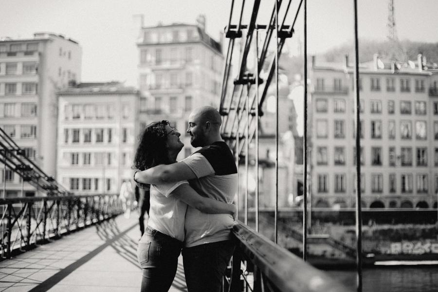 photographe love session engagement mariage couple amour Lyon soleil tag la croix rousse-25