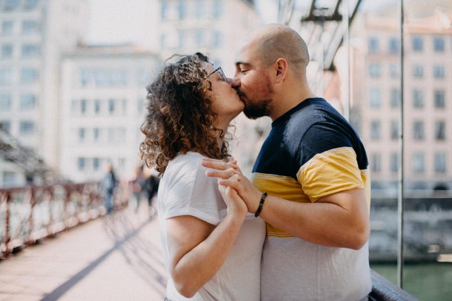 photographe love session engagement mariage couple amour Lyon soleil tag la croix rousse-28