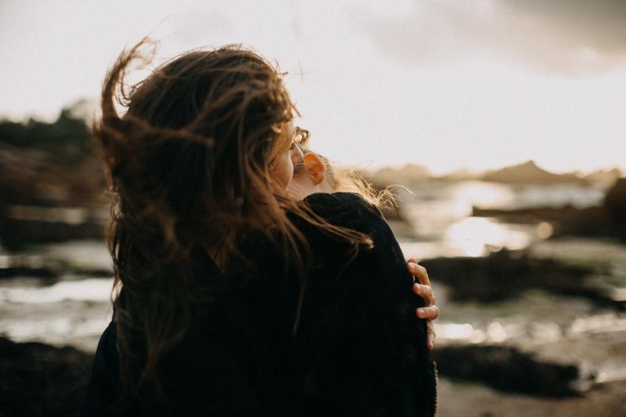 Photographe lifestyle famille mer plage family session bretagne lyon sunset lumiere enfants-11