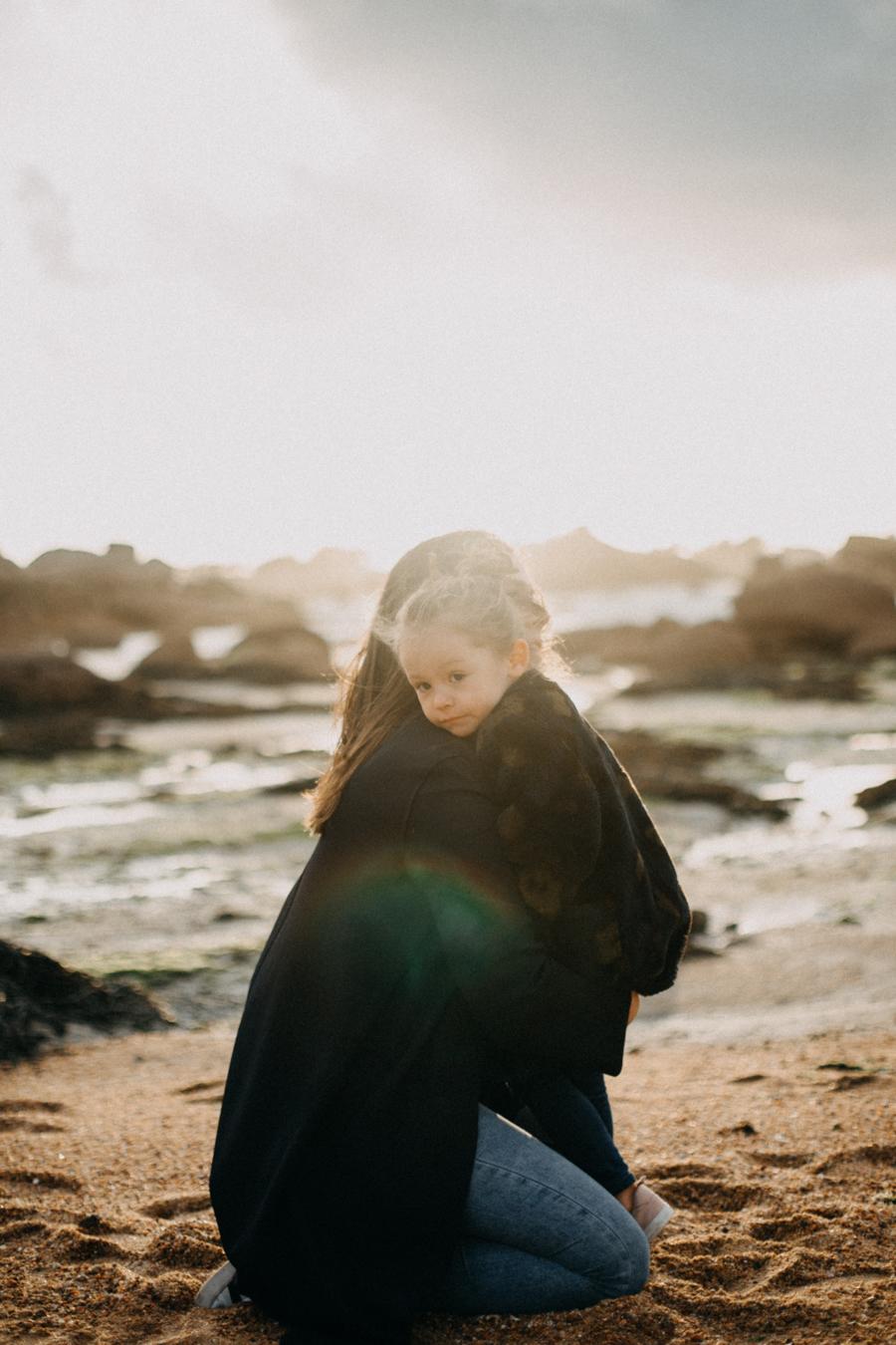 Photographe lifestyle famille mer plage family session bretagne lyon sunset lumiere enfants-12