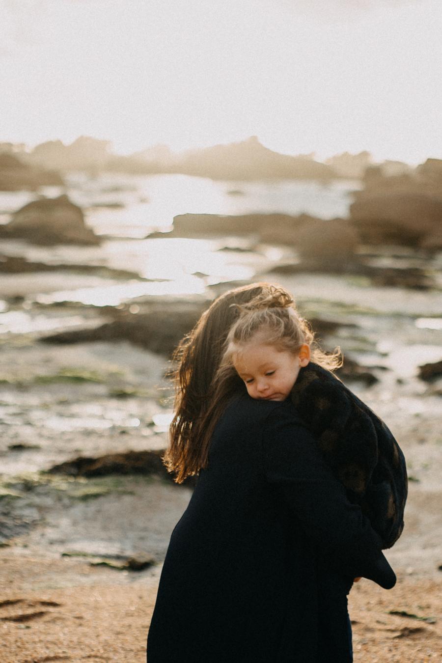 Photographe lifestyle famille mer plage family session bretagne lyon sunset lumiere enfants-13