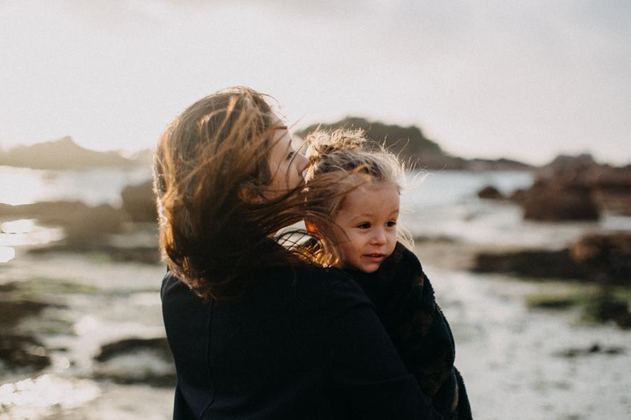Photographe lifestyle famille mer plage family session bretagne lyon sunset lumiere enfants-15