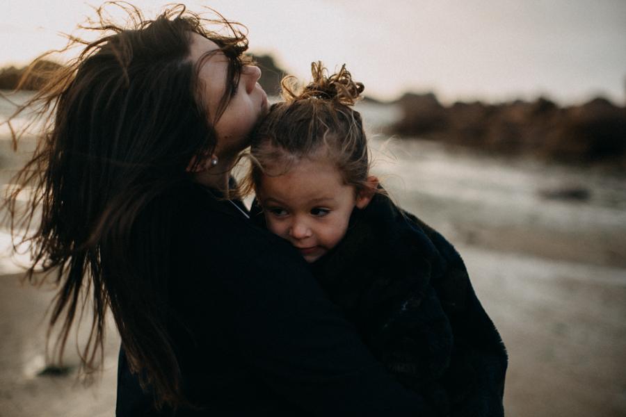 Photographe lifestyle famille mer plage family session bretagne lyon sunset lumiere enfants-19