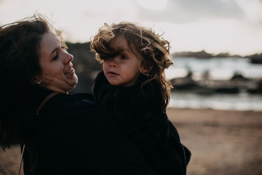 Photographe lifestyle famille mer plage family session bretagne lyon sunset lumiere enfants-2