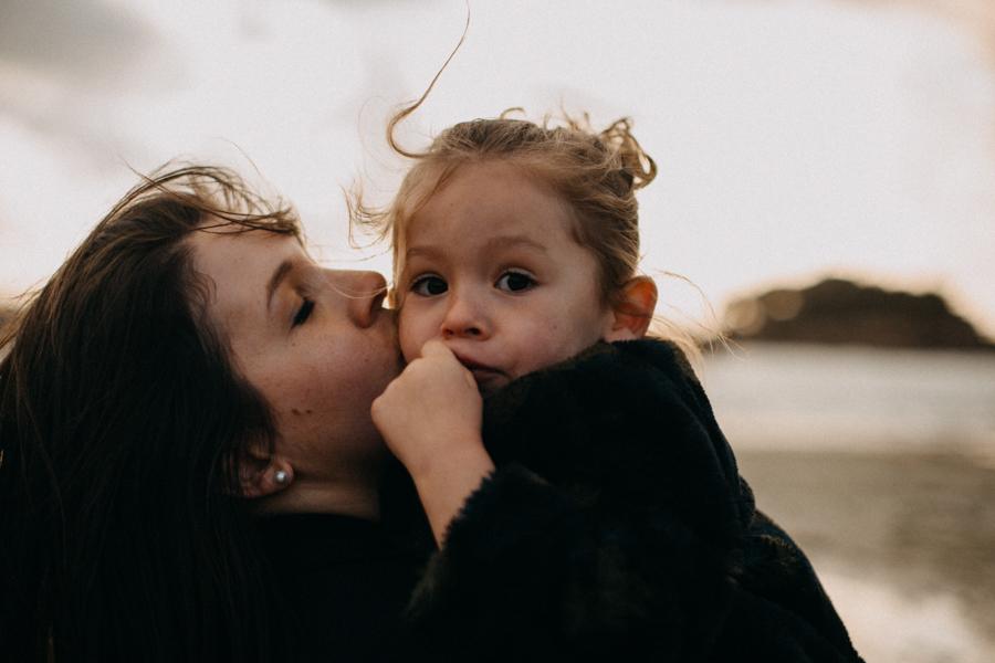 Photographe lifestyle famille mer plage family session bretagne lyon sunset lumiere enfants-20