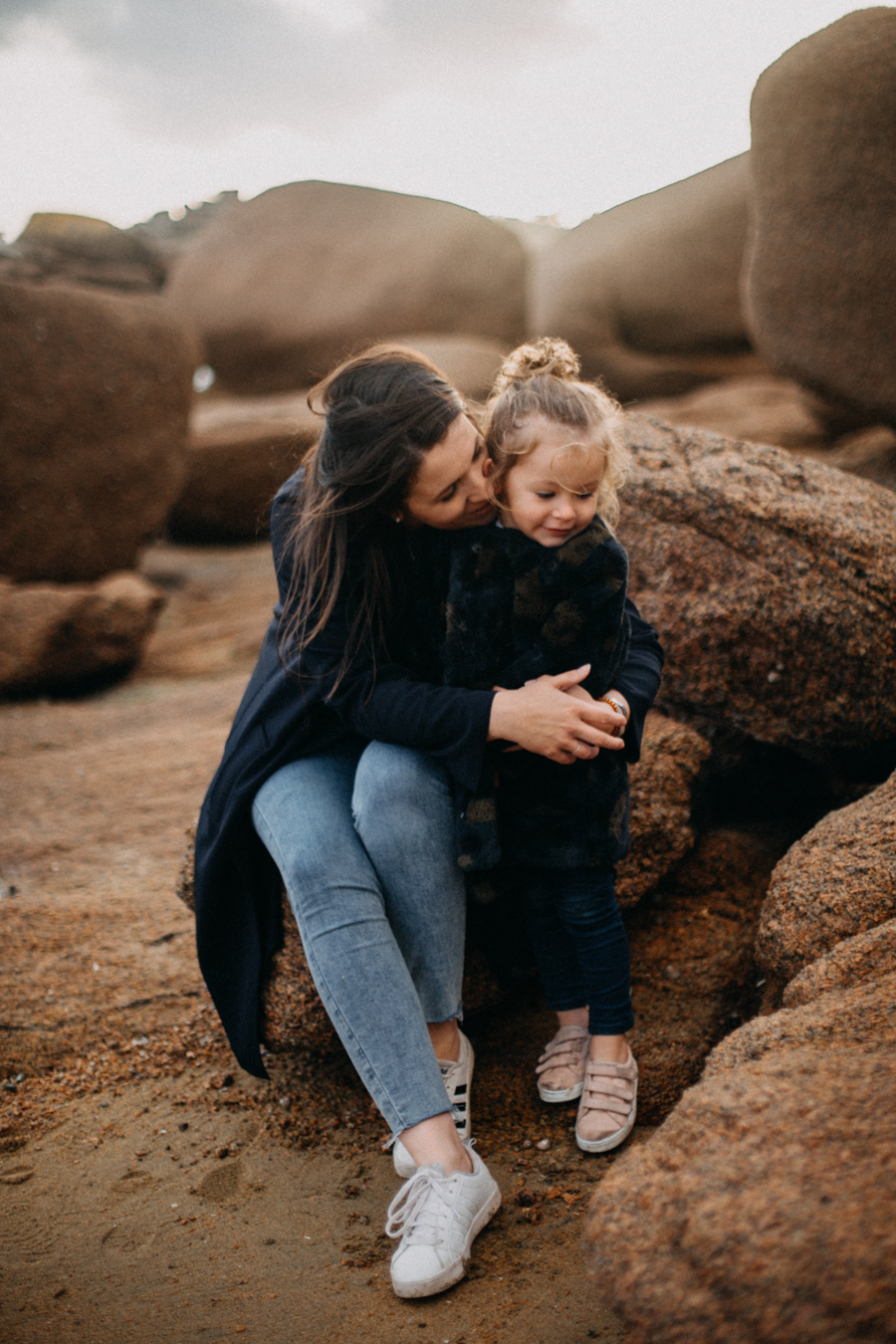 Photographe lifestyle famille mer plage family session bretagne lyon sunset lumiere enfants-22