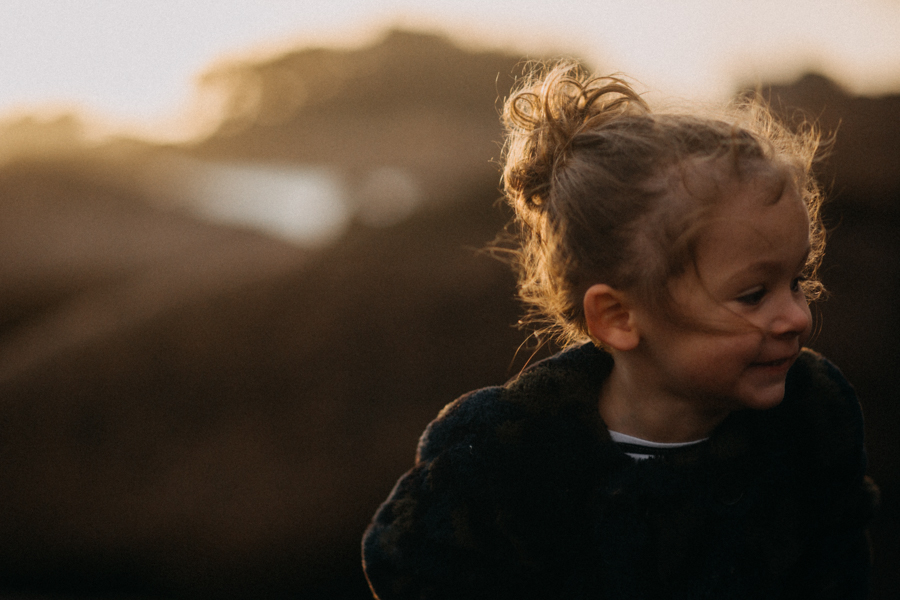 Photographe lifestyle famille mer plage family session bretagne lyon sunset lumiere enfants-27