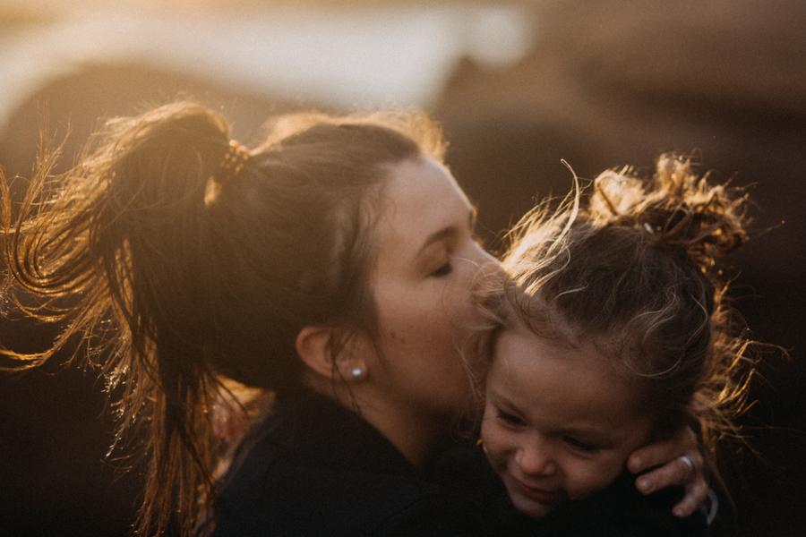 Photographe lifestyle famille mer plage family session bretagne lyon sunset lumiere enfants-28
