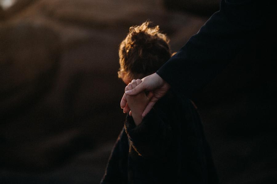 Photographe lifestyle famille mer plage family session bretagne lyon sunset lumiere enfants-31