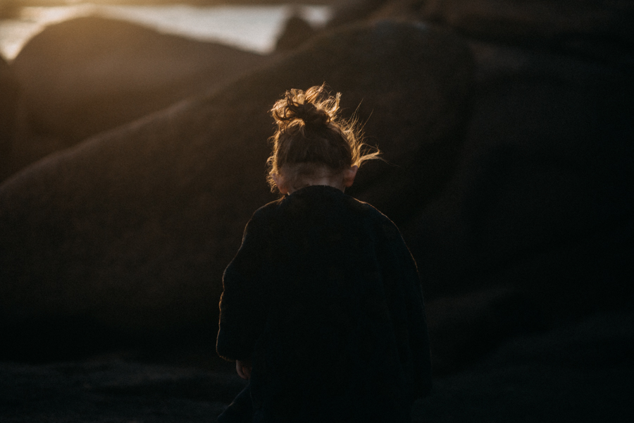 Photographe lifestyle famille mer plage family session bretagne lyon sunset lumiere enfants-32