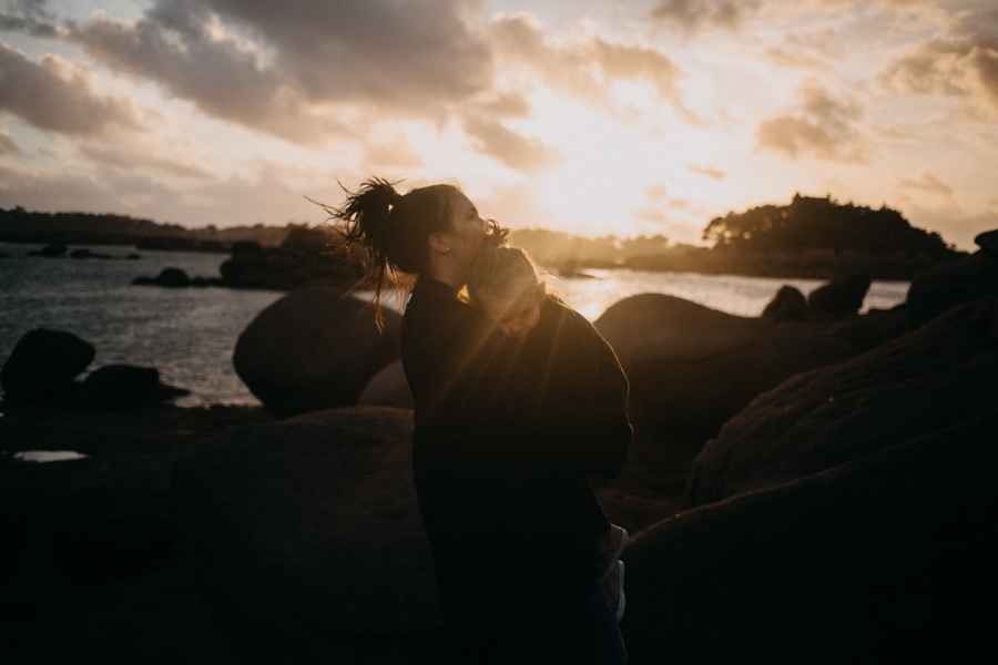 Photographe lifestyle famille mer plage family session bretagne lyon sunset lumiere enfants-35
