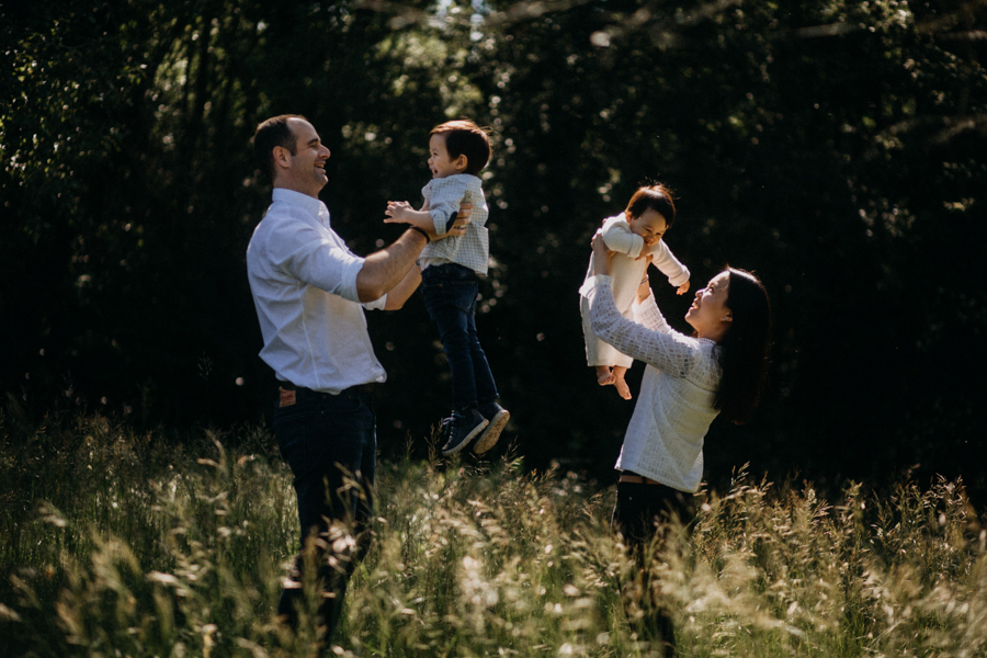 Photographe famille enfant seance photo Lyon lifestyle moody lumiere couleurs nature-13