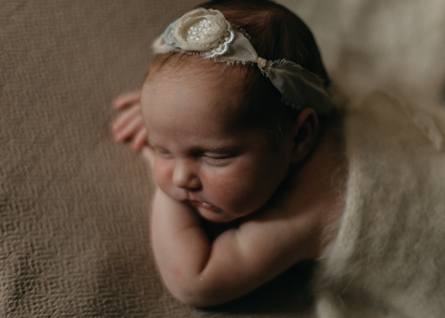 Photographe bebe nouveau-ne nourrisson newborn posing baby bebe seance photo lyon-7