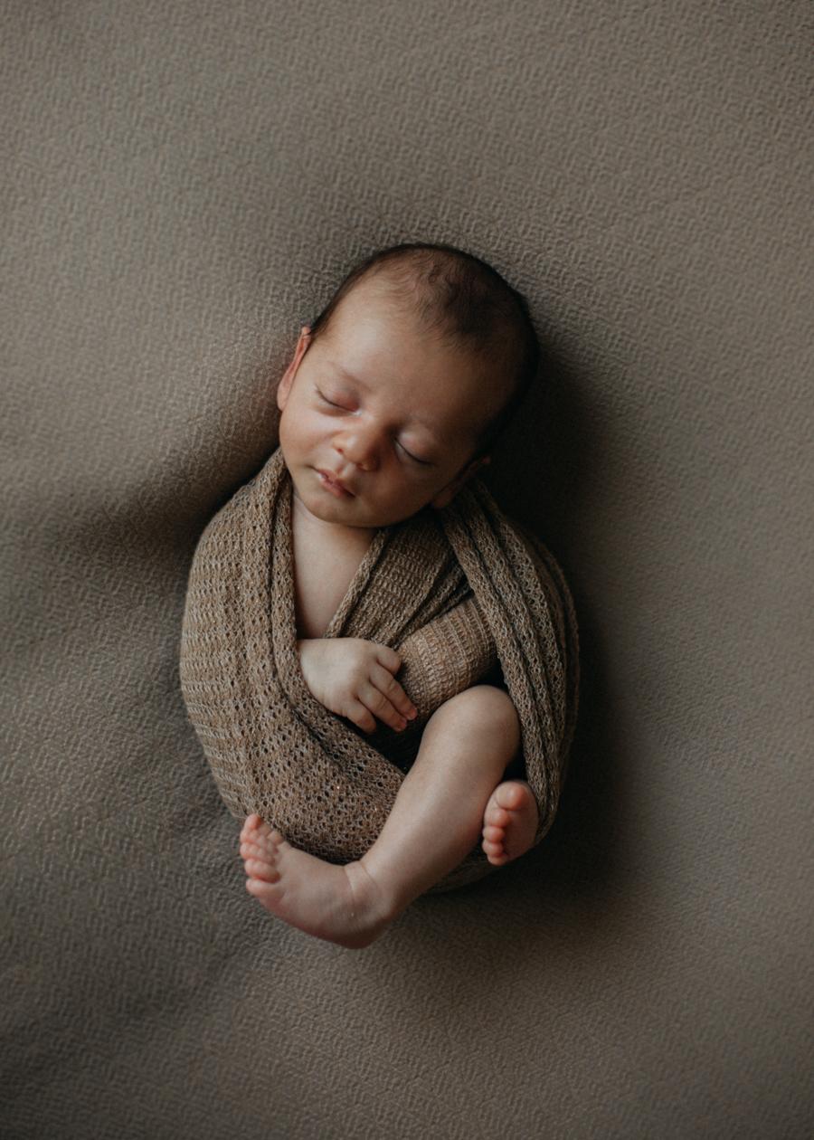 photographe nouveau-ne newborn session posing bebe baby Lyon art naissance seance photo-3