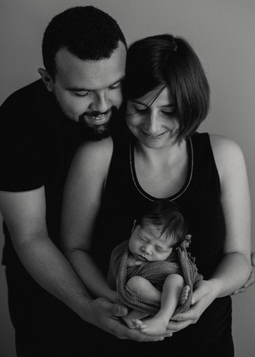 photographe nouveau-ne bebe naissance newborn posing lyon seance photo-12