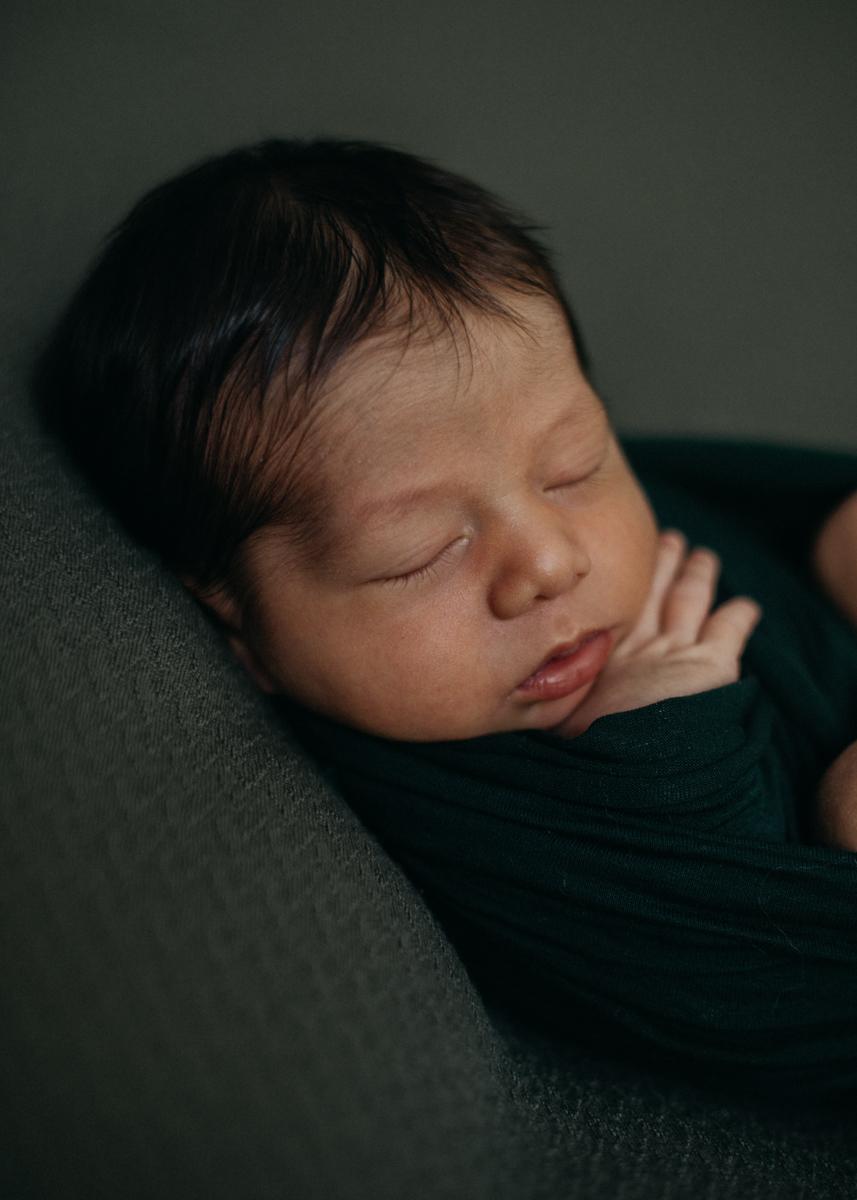photographe nouveau-ne bebe naissance newborn posing lyon seance photo-4