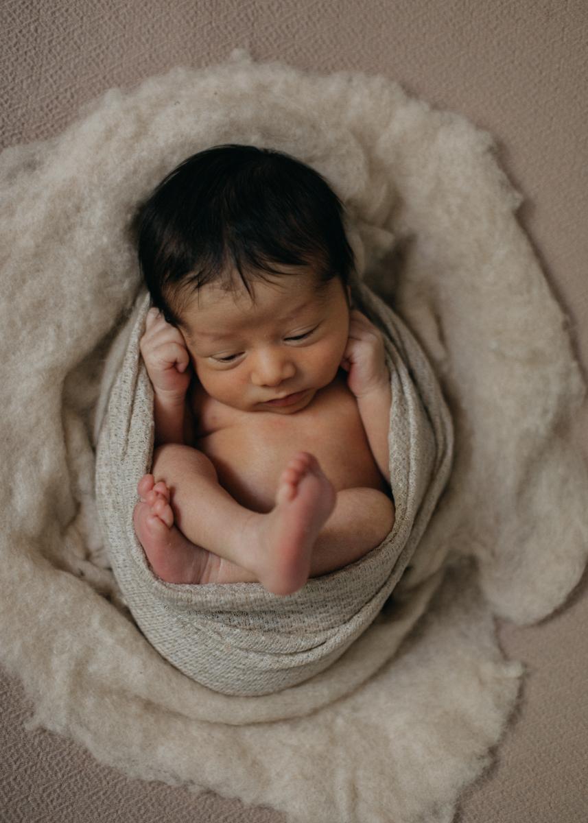 photographe nouveau-ne bebe naissance newborn posing lyon seance photo-6