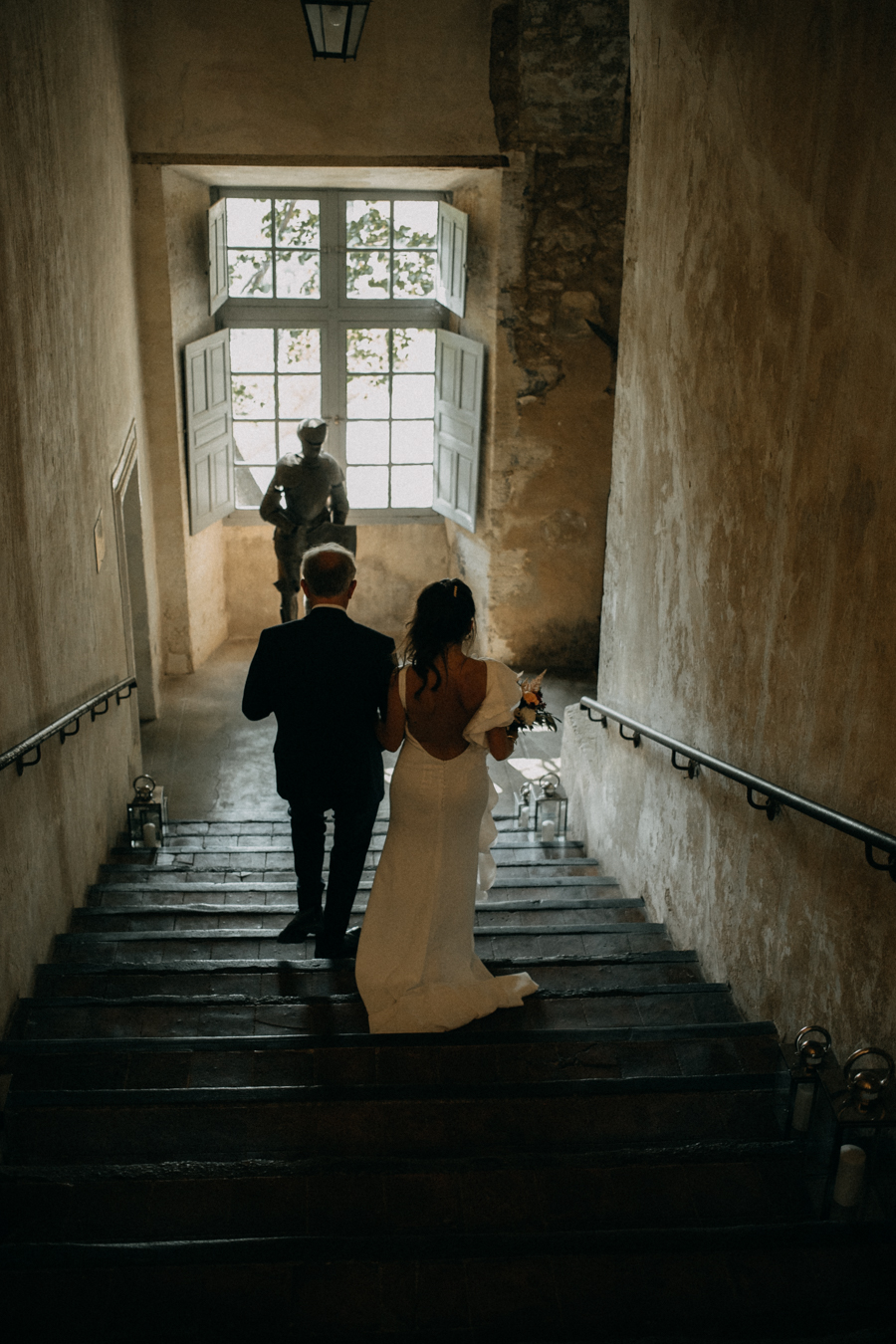 reportage photo mariage seance reportage amour love session chateau de la barben aix en provence lumiere light coucher de soleil-53