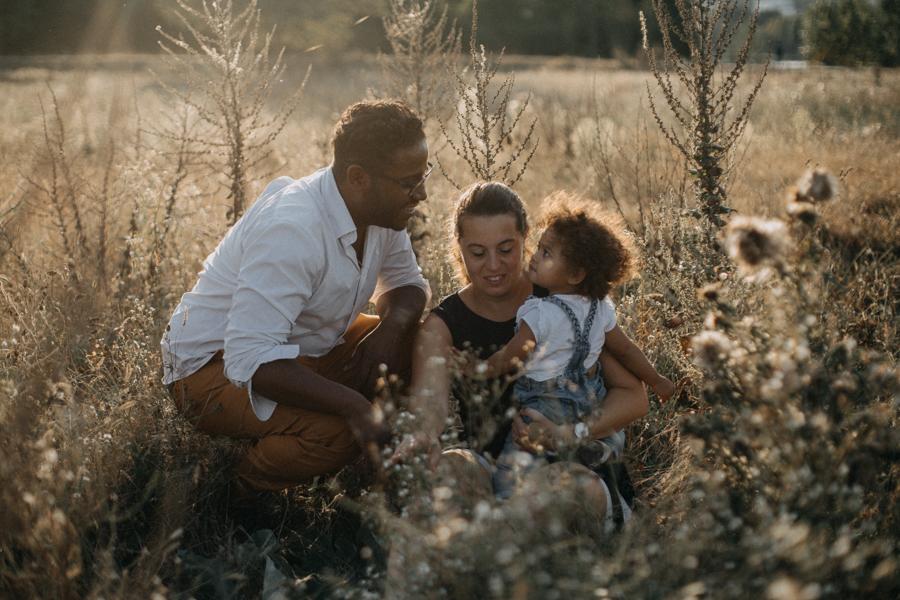 Photographe lifestyle lyon coucher de soleil sunset famille enfants seance photo-24