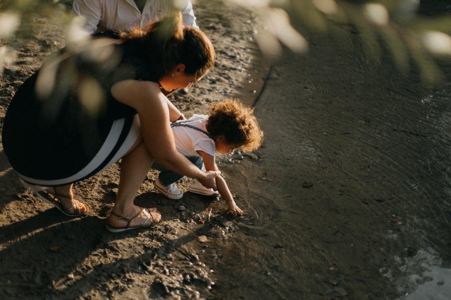 Photographe lifestyle lyon coucher de soleil sunset famille enfants seance photo-31
