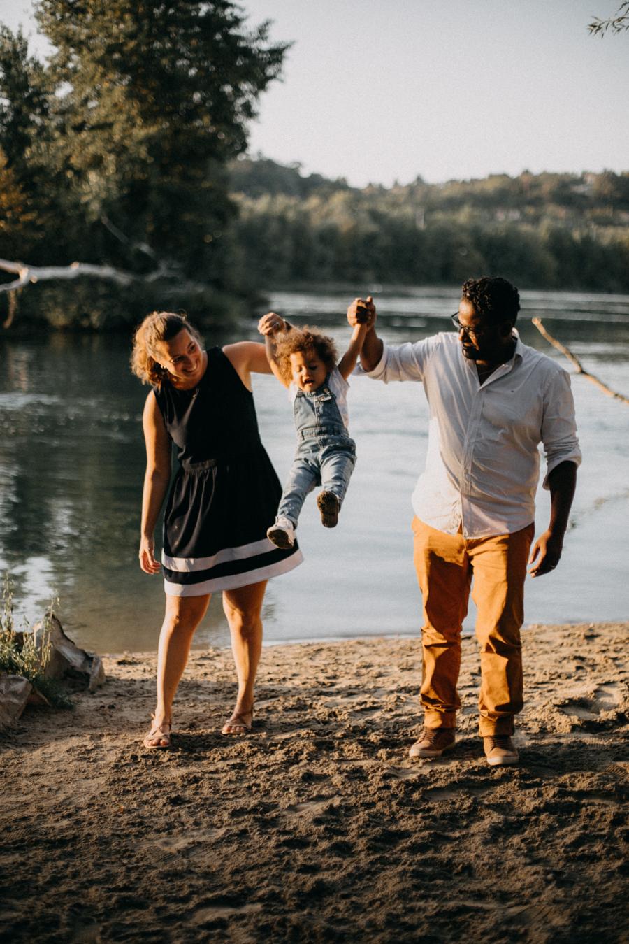 Photographe lifestyle lyon coucher de soleil sunset famille enfants seance photo-33