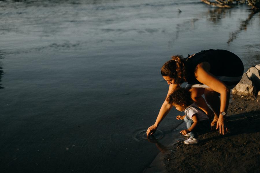 Photographe lifestyle lyon coucher de soleil sunset famille enfants seance photo-38