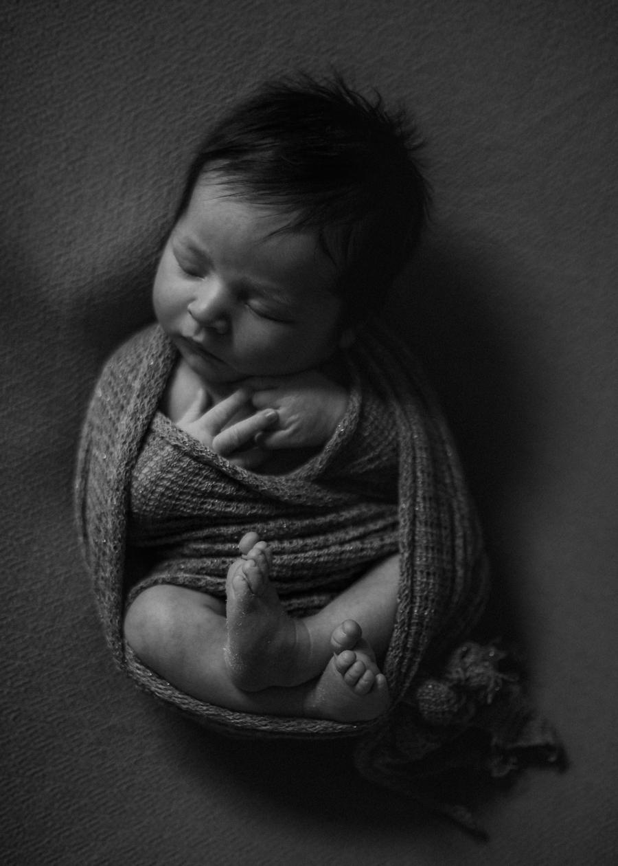 photographe bebe nouveau-ne naissance nexborn posing lyon-3