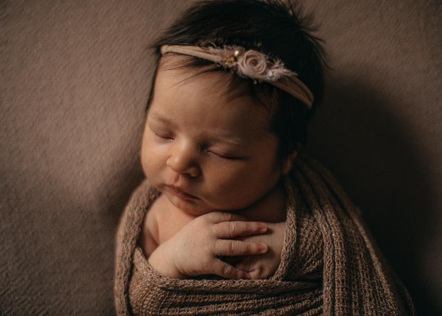 photographe bebe nouveau-ne naissance nexborn posing lyon-4