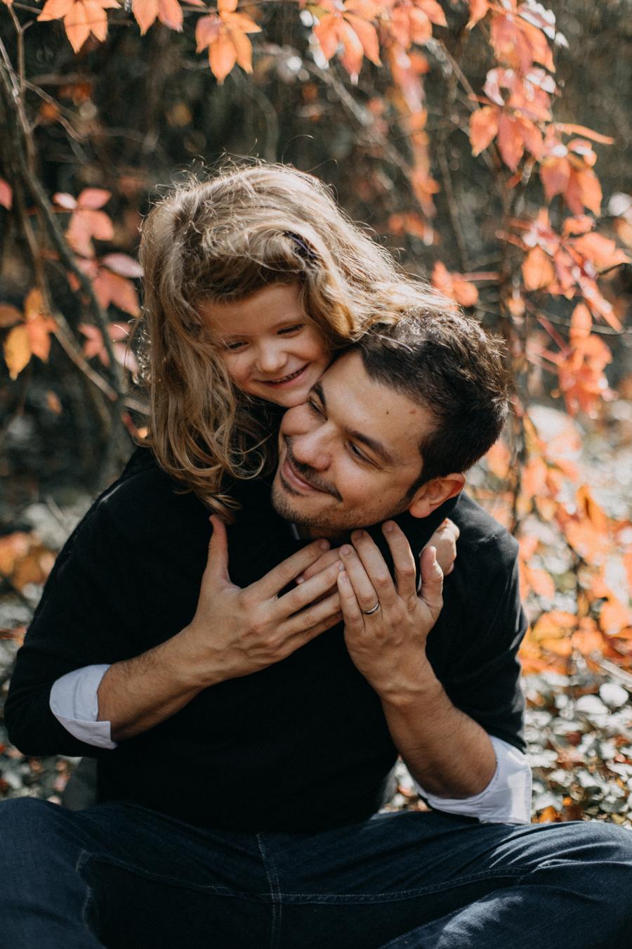 photographe famille seance photo lifestyle lyon automne fall lumiere rouge orange bebe-12