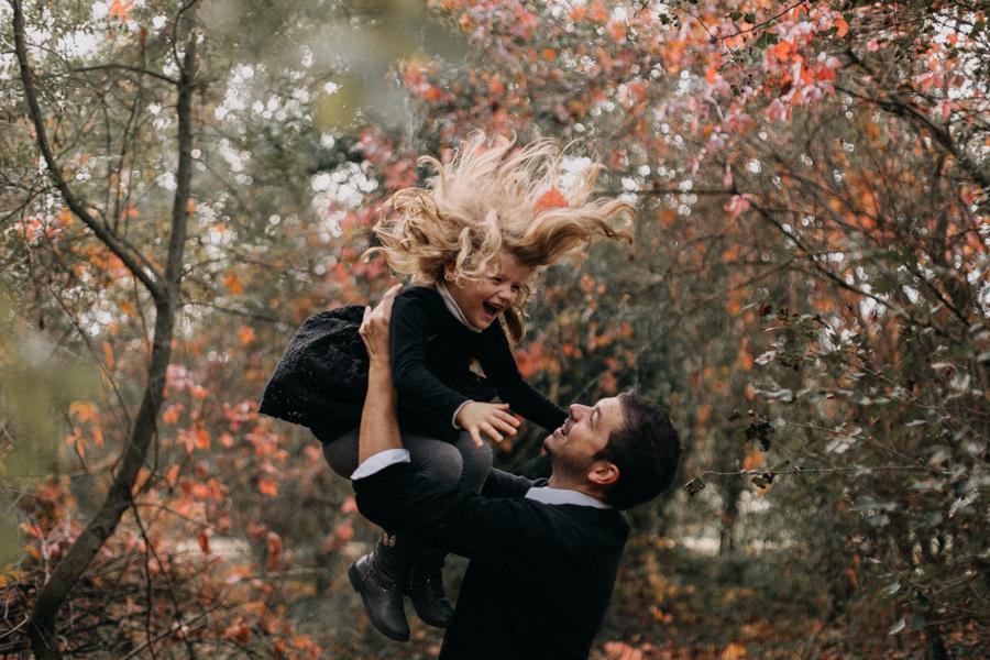 photographe famille seance photo lifestyle lyon automne fall lumiere rouge orange bebe-13