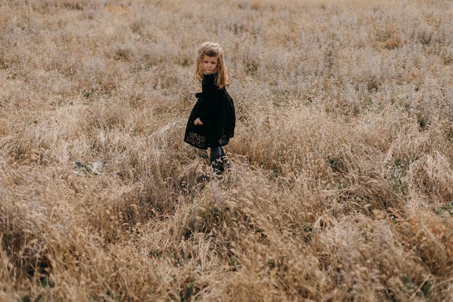 photographe famille seance photo lifestyle lyon automne fall lumiere rouge orange bebe-17