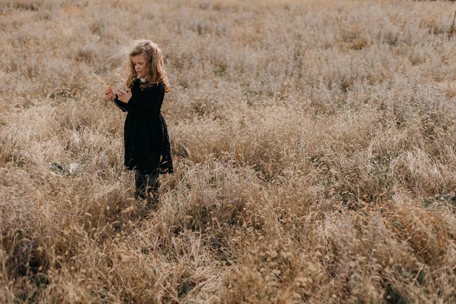 photographe famille seance photo lifestyle lyon automne fall lumiere rouge orange bebe-18