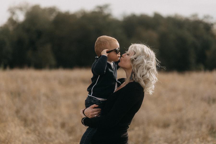 photographe famille seance photo lifestyle lyon automne fall lumiere rouge orange bebe-20