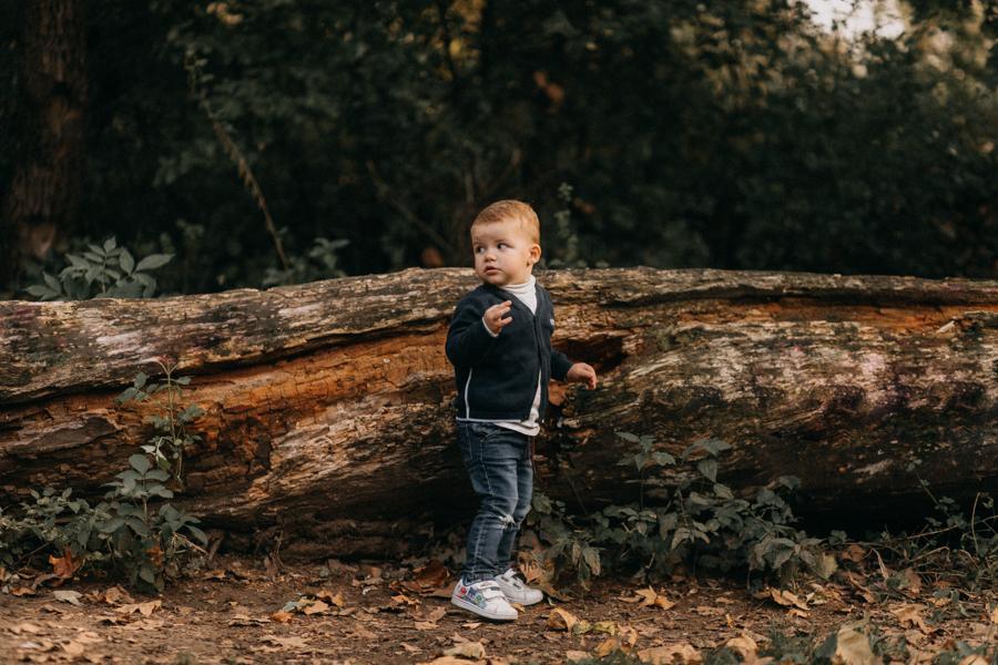 photographe famille seance photo lifestyle lyon automne fall lumiere rouge orange bebe-22