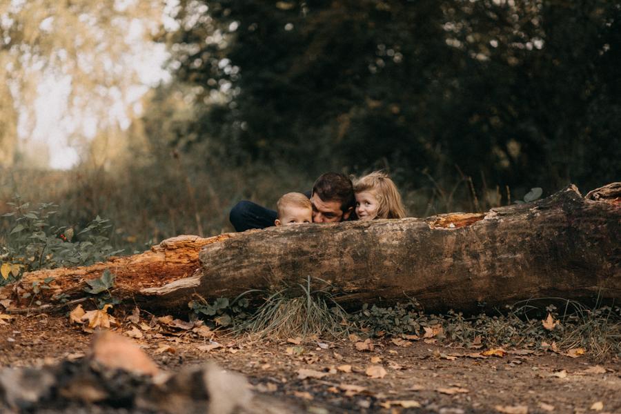 photographe famille seance photo lifestyle lyon automne fall lumiere rouge orange bebe-23