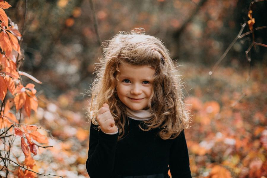 photographe famille seance photo lifestyle lyon automne fall lumiere rouge orange bebe-6