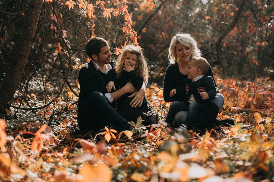 photographe famille seance photo lifestyle lyon automne fall lumiere rouge orange bebe-9