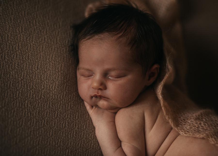 photographe nouveau-ne bebe newborn posing lyon seance photo naissance-6
