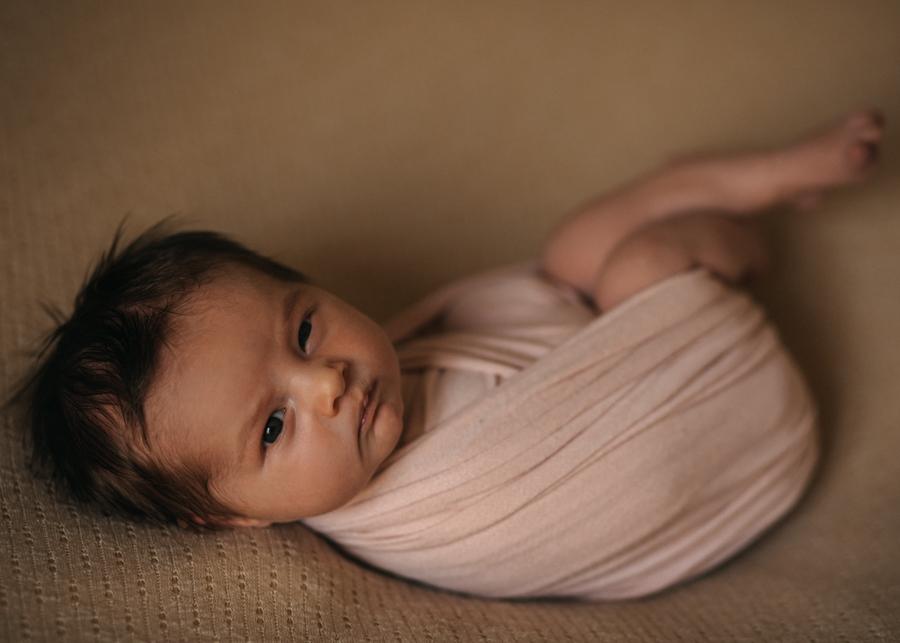 photographe nouveau-ne bebe newborn posing lyon seance photo naissance-8