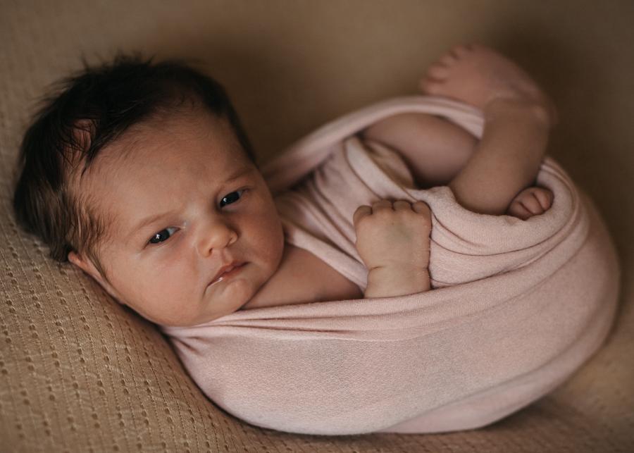 photographe nouveau-ne bebe newborn posing lyon seance photo naissance-9